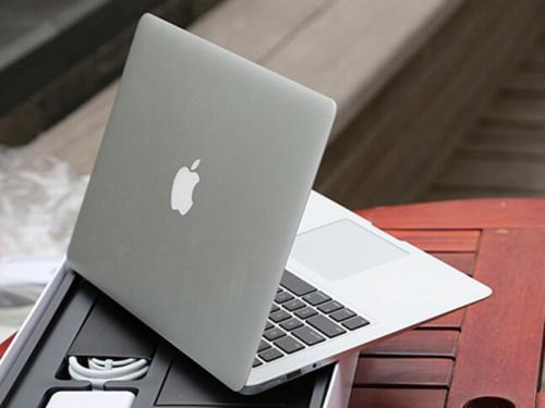 苹果发布了全新的MacBookAir配有视网膜显示屏和USB-C接口