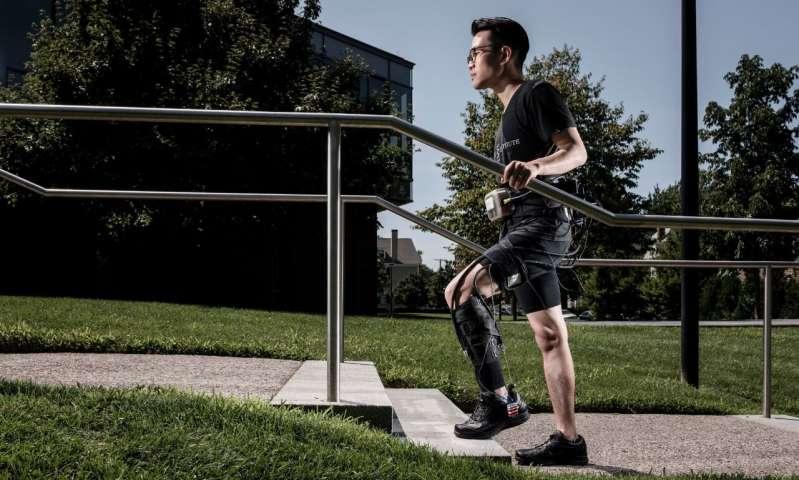柔软的机器人骨骼可以使中风幸存者走得更快