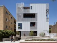 乐活的Cloverdale749公寓设有带穿孔金属板的阳台