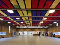 BrasilArquitetura设计的PraçadasArtes设有在公共广场上投射的混凝土箱