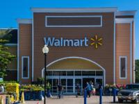 沃尔玛利用零售店群在商店和在线商店中吸引消费者